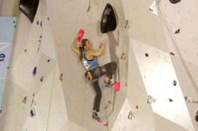 Visst kan denne dama klatre!